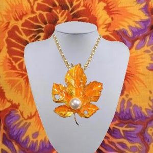 YELLOW ORANGE PEARL MAPLE LEAF PENDANT NECKLACE